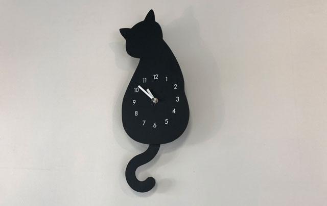 富山市婦中町のカフェ「さくらとねこと」の猫の壁時計