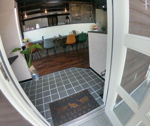 富山市婦中町のカフェ「さくらとねこと」の入り口