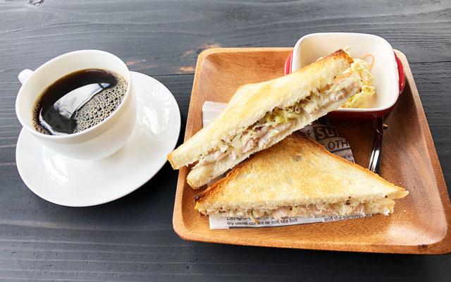富山市婦中町のカフェ「さくらとねこと」のトーストサンドセット
