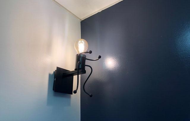 富山市婦中町のカフェ「さくらとねこと」の洗面所の電球