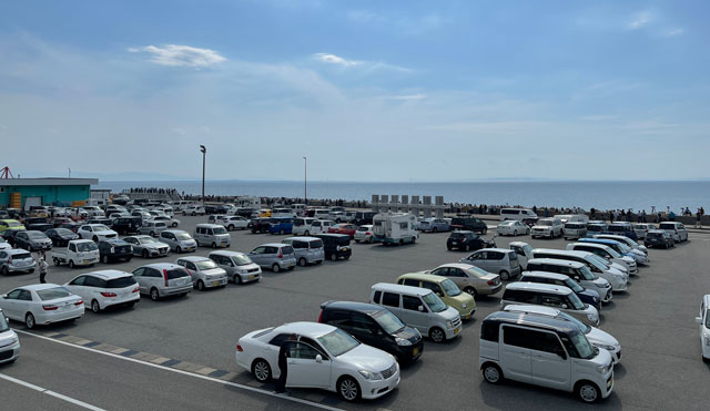 富山県魚津市の「海の駅 蜃気楼」の駐車場
