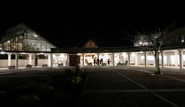 富山県植物園の夜間入場口の様子