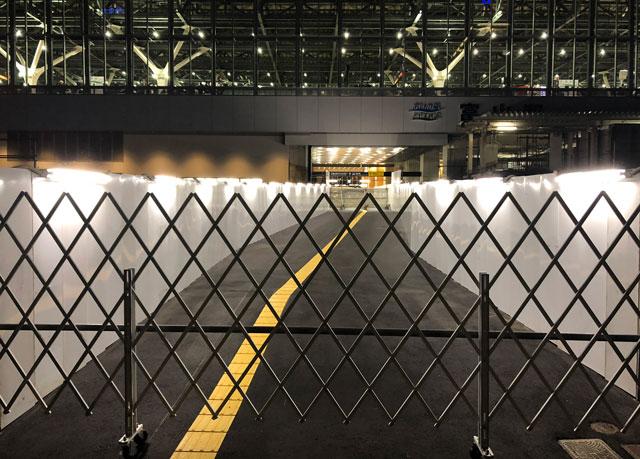 富山駅の北口側の南北開通仮設通路(開通前)