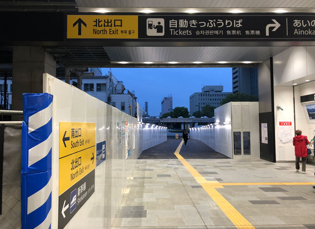富山駅の南口側のあいの風富山鉄道の中央改札の切符売り場横にある南北開通通路