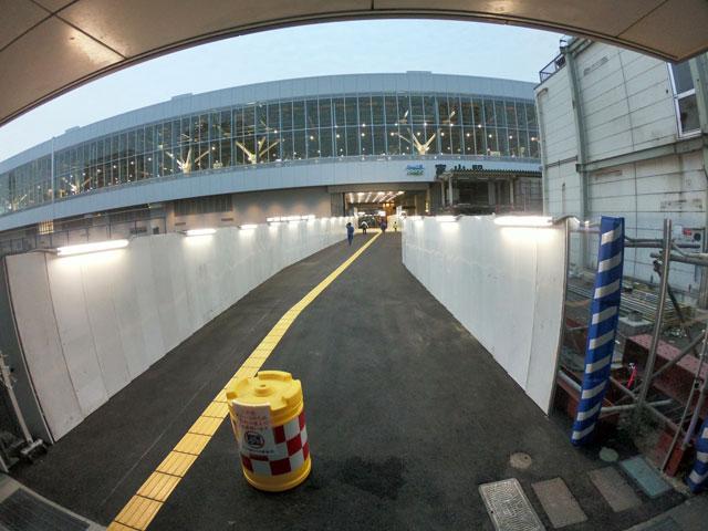 富山駅の北口側の南北開通通路(仮設)