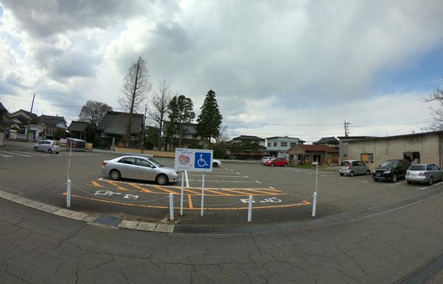 国登録有形文化財、富山県民会館分館「豪農の館 内山邸」 の駐車場
