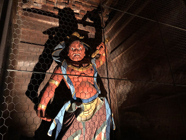 高岡市の国宝「瑞龍寺」のライトアップイベント時の阿形(あぎょう)のライトアップ