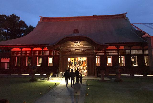 高岡市の国宝「瑞龍寺」のライトアップイベント時の法堂