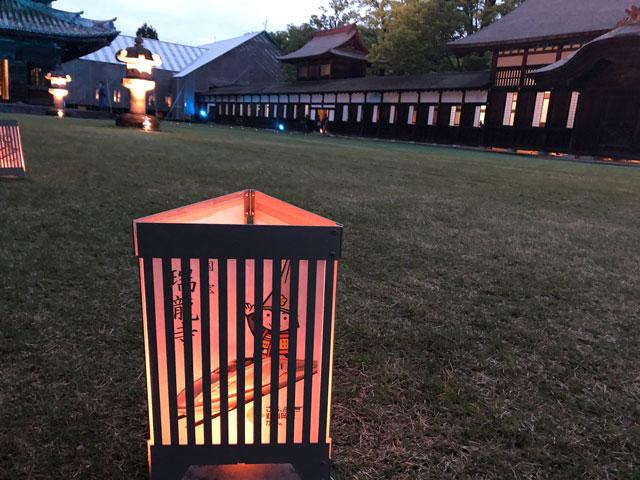 高岡市の国宝「瑞龍寺」のライトアップイベント時の山門〜仏殿にある照明