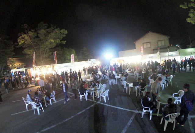 高岡市の国宝「瑞龍寺」のライトアップイベントの門前市(夜)