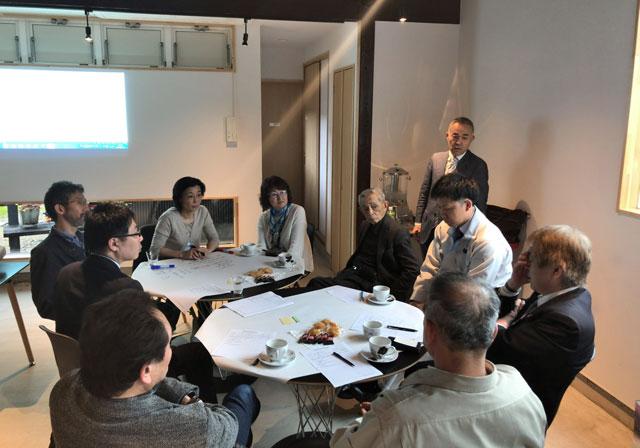 「第3回空き家活用作戦会議@砺波」で市役所職員の話を聴く