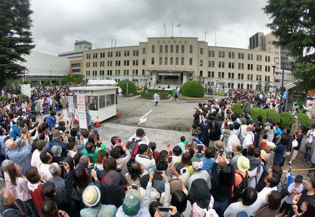 朝乃山凱旋パレード、富山県庁前の半端ない混雑具合