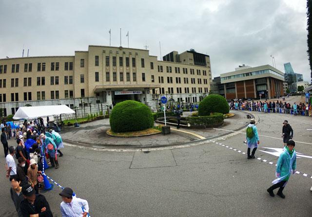 朝乃山凱旋パレード、富山県庁前の混雑具合