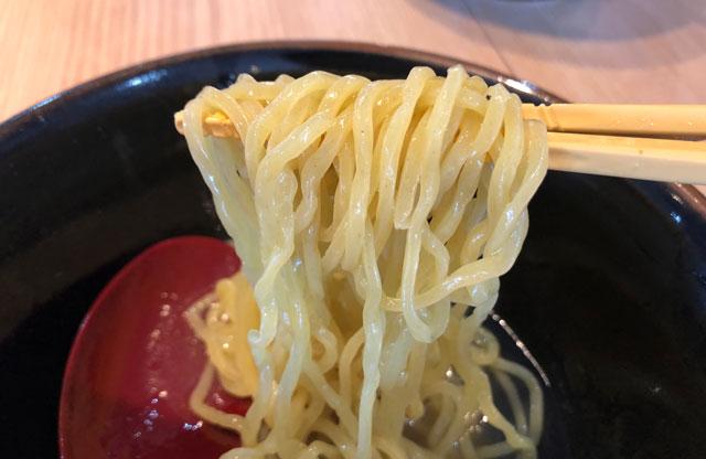 「麺屋 達(めんやたつ) 古沢店」の和風あご出汁ラーメンの麺