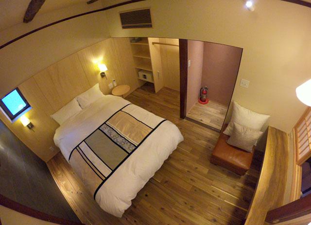 水辺の民家ホテル「カモメ」の2階のベッドルーム