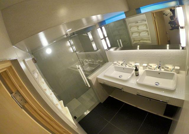 水辺の民家ホテル「ウミネコ」の洗面所
