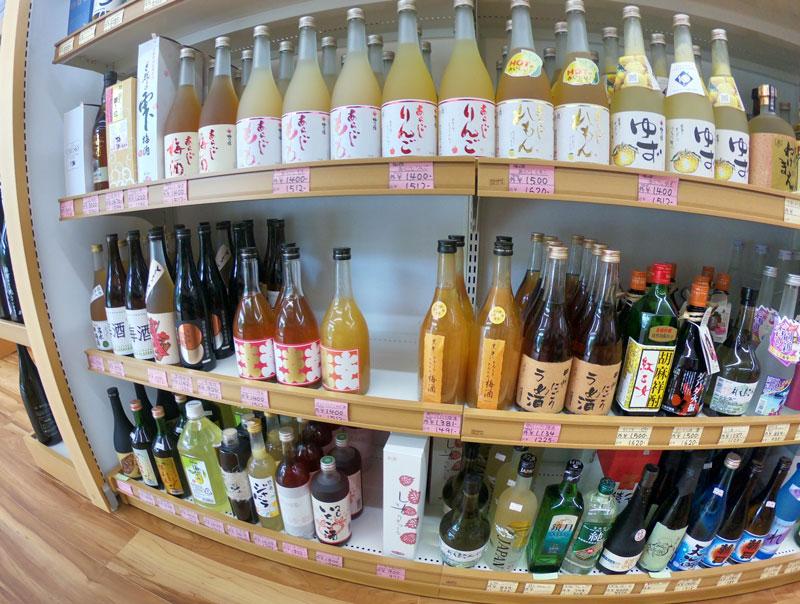 富山駅北の酒屋「リカーポケットみずはた」のウイスキーのリキュール系ラインナップ