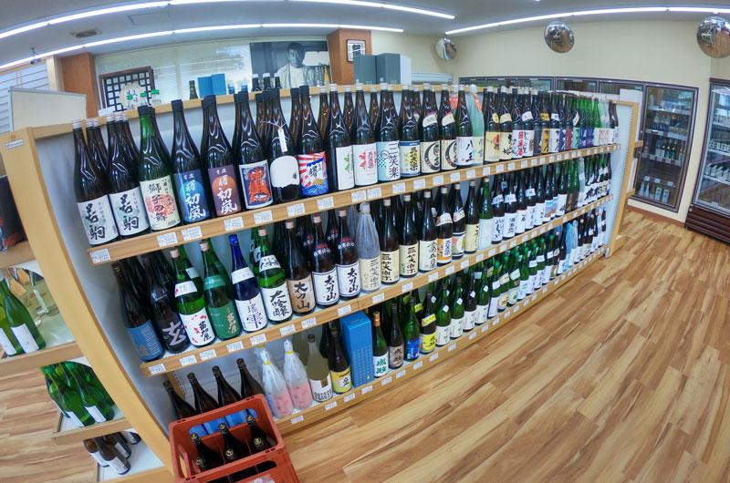 富山駅北の酒屋「リカーポケットみずはた」の日本酒ラインナップ1