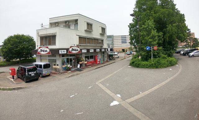 富山駅北の酒屋「リカーポケットみずはた」の店前