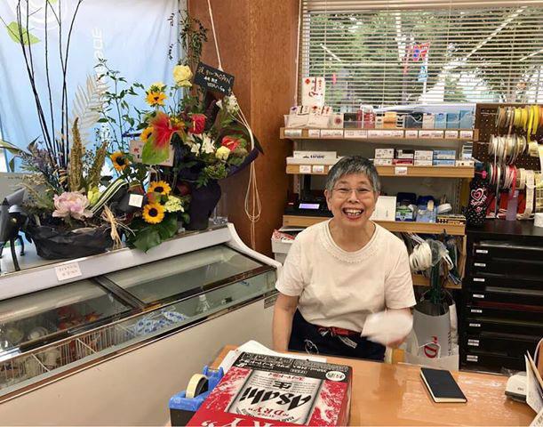 富山駅北の酒屋「リカーポケットみずはた」の従業員2