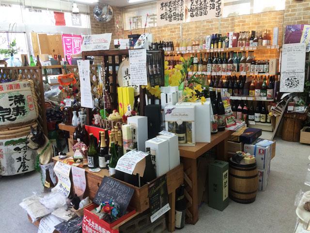 富山駅北の酒屋「リカーポケットみずはた」の昔の店内2