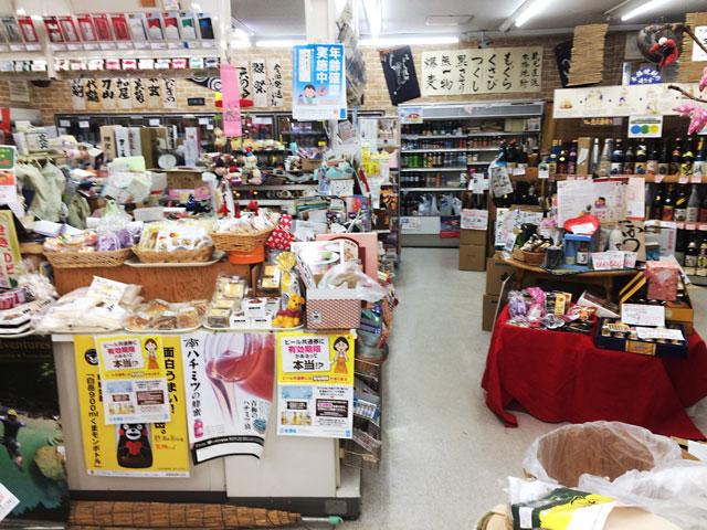 富山駅北の酒屋「リカーポケットみずはた」の昔の店内1