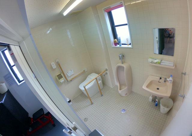 富山市二口町の接骨院プロデュースのセミパーソナルジム「ゆめたかトレーニングジム」のトイレ