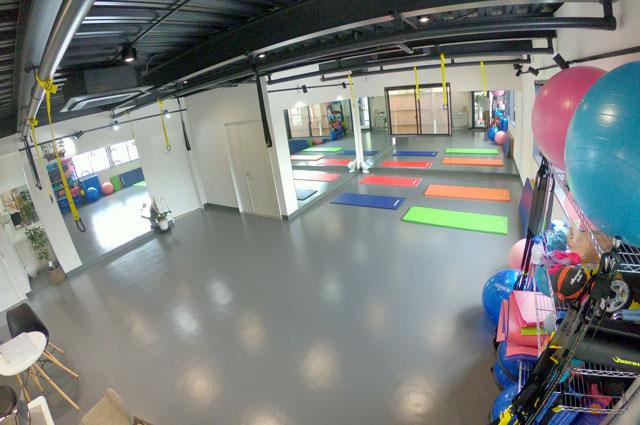 富山市二口町の接骨院プロデュースのセミパーソナルジム「ゆめたかトレーニングジム」のトレーニングルーム(入口から)