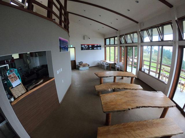 南砺市井波にある「閑乗寺公園キャンプ場」の展望広場にあるカフェ