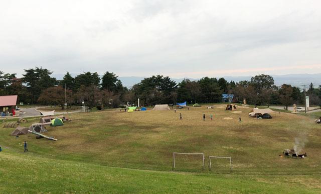南砺市井波にある「閑乗寺公園キャンプ場」のグラウンド