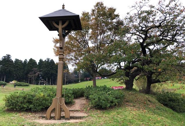 南砺市井波にある「閑乗寺公園キャンプ場」の鐘