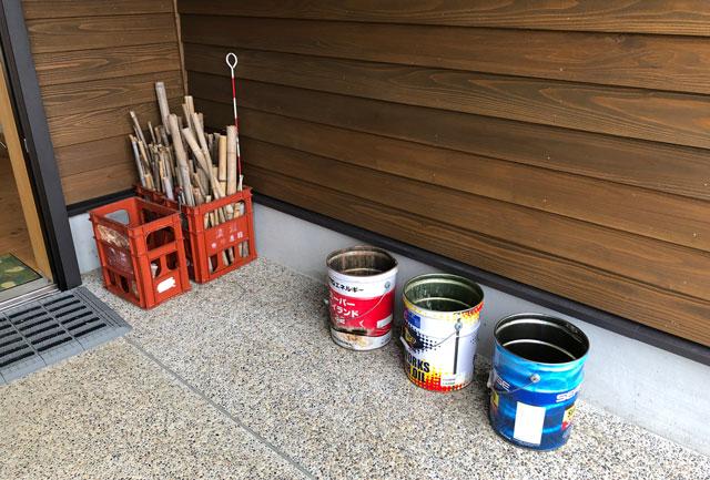 南砺市井波にある「閑乗寺公園キャンプ場」の焚き火用の竹と缶