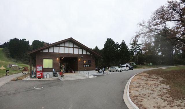 南砺市井波にある「閑乗寺公園キャンプ場」の管理棟
