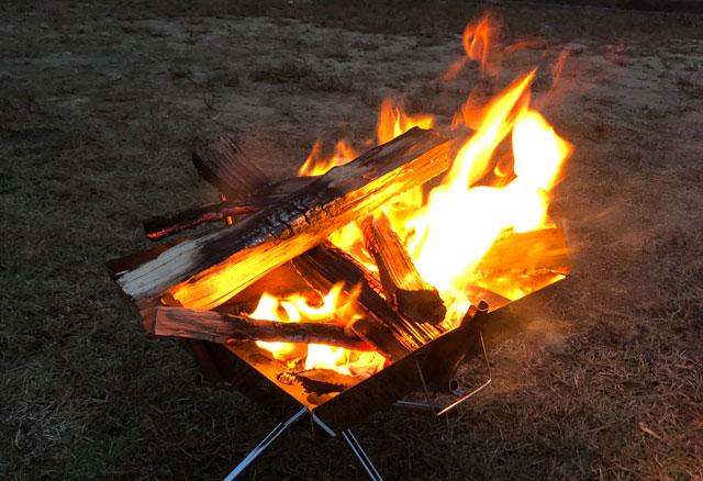 南砺市井波にある「閑乗寺公園キャンプ場」で焚き火