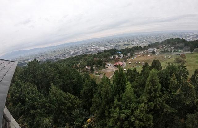 南砺市井波にある「閑乗寺公園キャンプ場」の展望台からの眺め