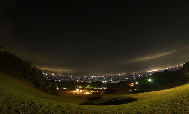 南砺市井波にある「閑乗寺公園キャンプ場」の夜景