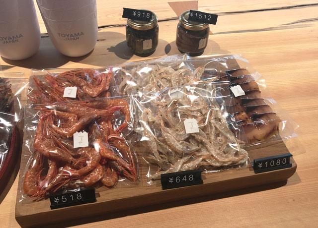 富山市岩瀬、枡田酒造の満寿泉100種を立飲みできる沙石(させき)のおつまみ、白えびなど