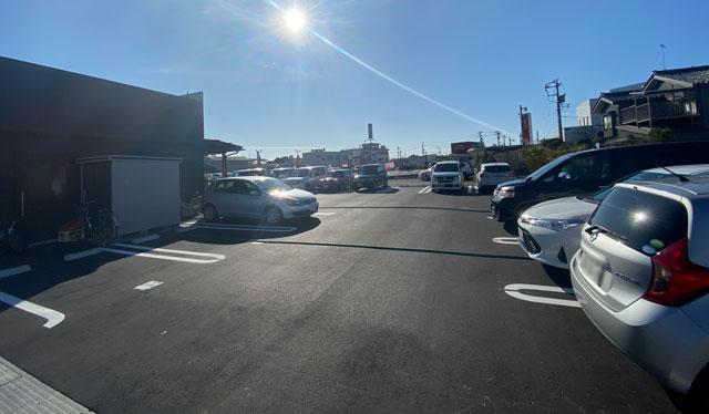 新庄の二郎系ラーメン「豚道場ぶた壱」の駐車場