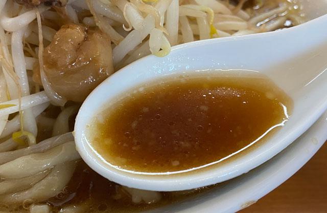 新庄の二郎系ラーメン「麺屋豚道場ぶた壱」のスープ