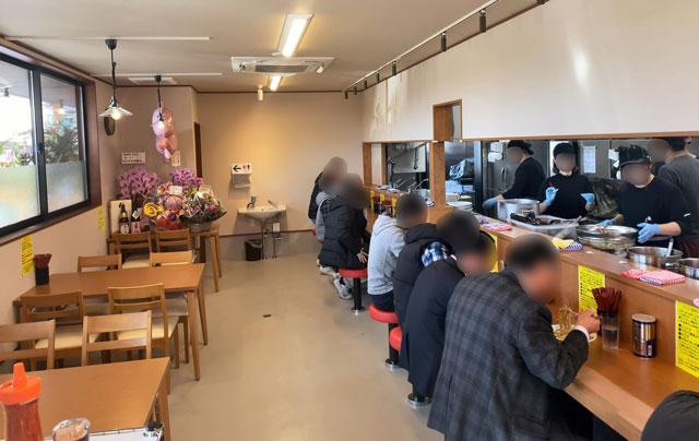 新庄の二郎系ラーメン「麺屋豚道場ぶた壱」のテーブル席