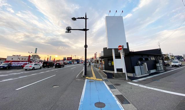 新庄にある麺屋豚道場の2号店「豚道場ぶた壱」を大阪屋ショップ側から見たところ