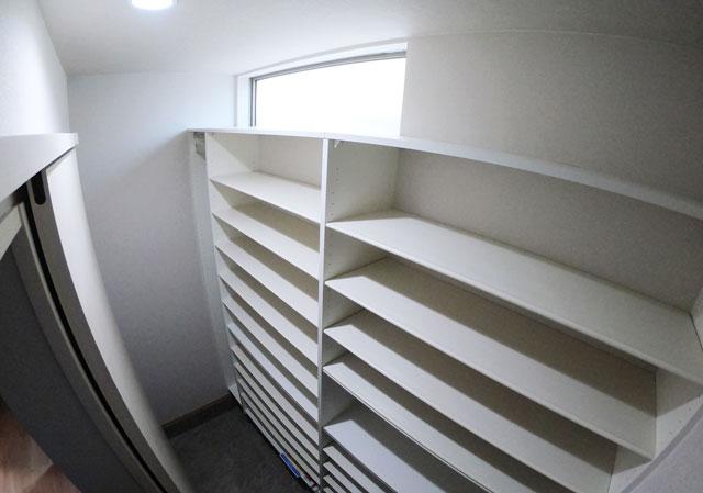 富山市上二杉のミタホームのオープンハウスの玄関の靴箱