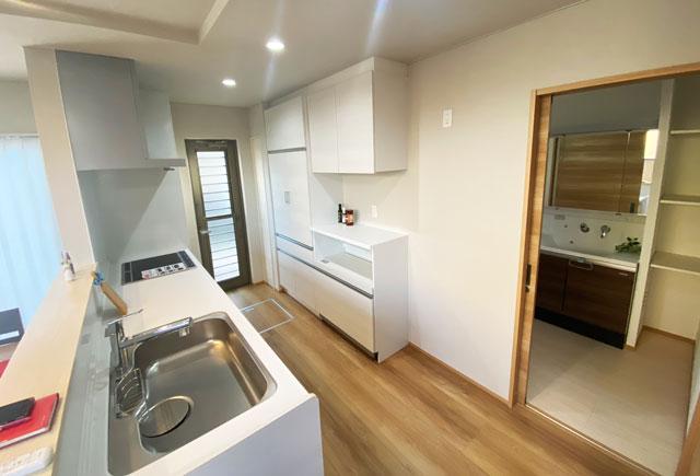 富山市上二杉のミタホームのオープンハウスのキッチン