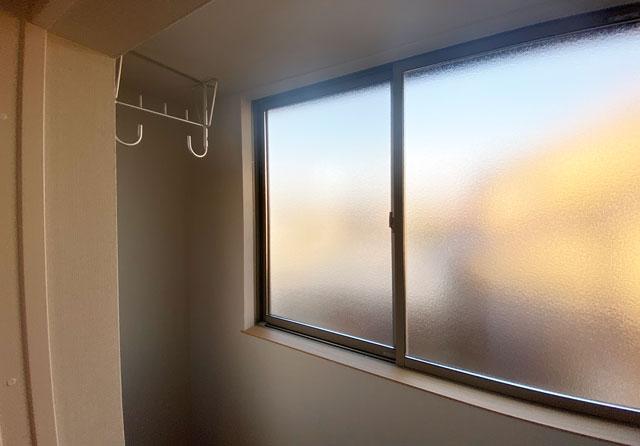 富山市上二杉のミタホームのオープンハウスの2階寝室の物干し部屋