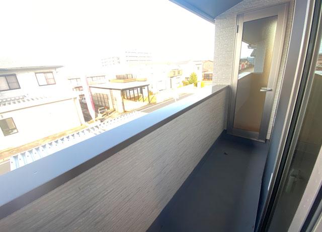 富山市上二杉のミタホームのオープンハウスの2階寝室のベランダ