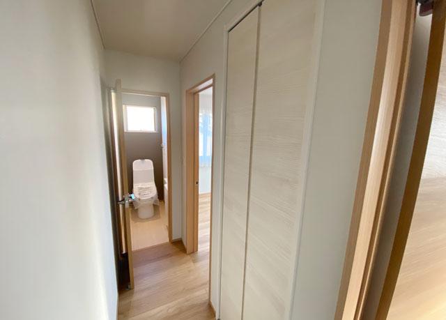 富山市上二杉のミタホームのオープンハウスの2階廊下の収納