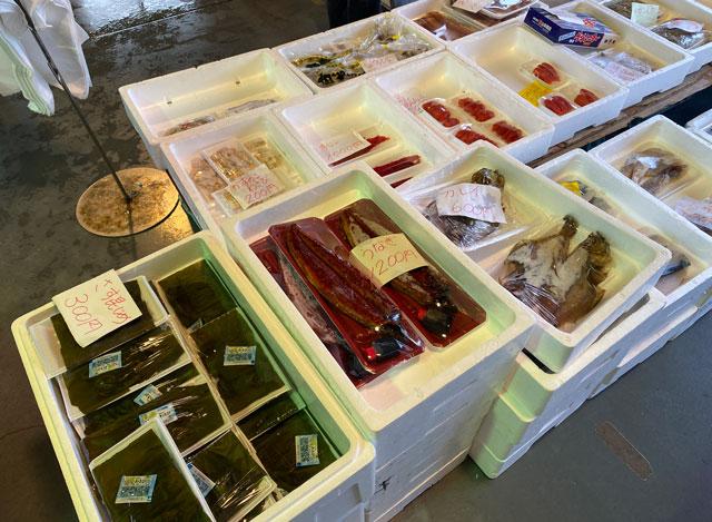 魚津市の海の駅蜃気楼で開催される魚津の朝一の魚介類