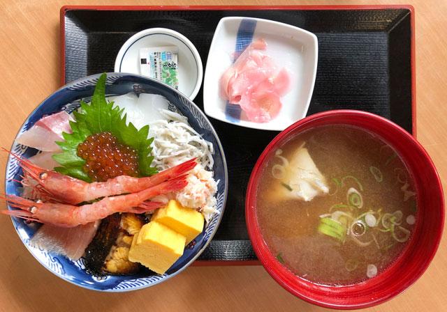 富山市二俣、富山IC近くにある「海鮮屋まるなん」の海鮮丼