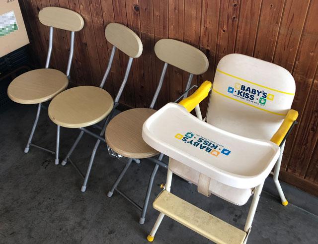 富山市二俣、富山IC近くにある「海鮮屋まるなん」の子ども用の椅子