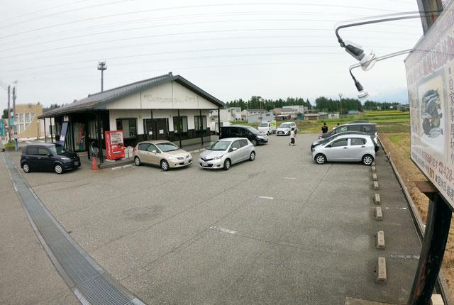 富山市二俣、富山IC近くにある「海鮮屋まるなん」の駐車場